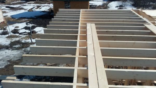 Каркасный дом 9,5х9: балочный настил межэтажного перекрытия, консольные балки для балкона